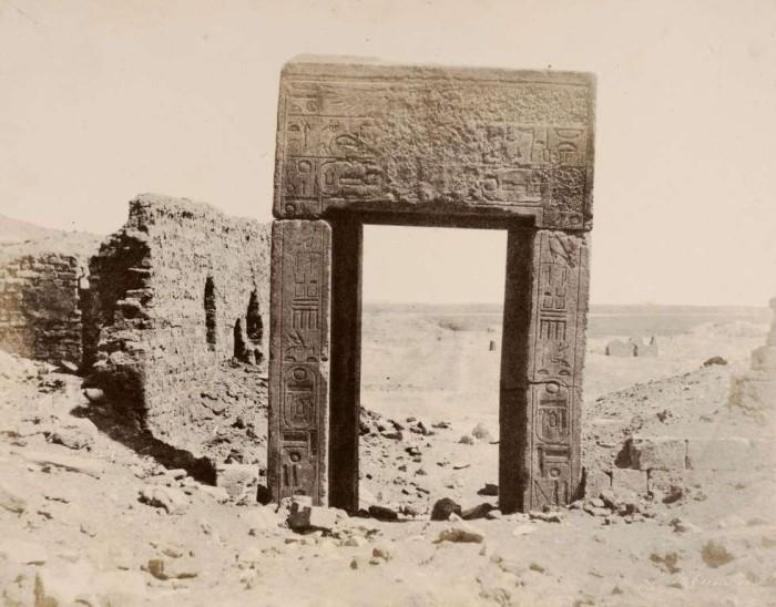 Ворота из розового гранита. Фивы, 1854 год. Фотограф: John Beasly Greene.