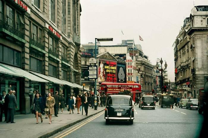 Площадь и крупнейшая транспортная развязка в центральном Лондоне в район Вестминстера в 1967 году.