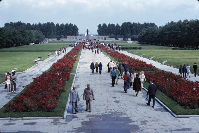 Пискарёвское мемориальное кладбище. СССР, Ленинград, 1975 год.