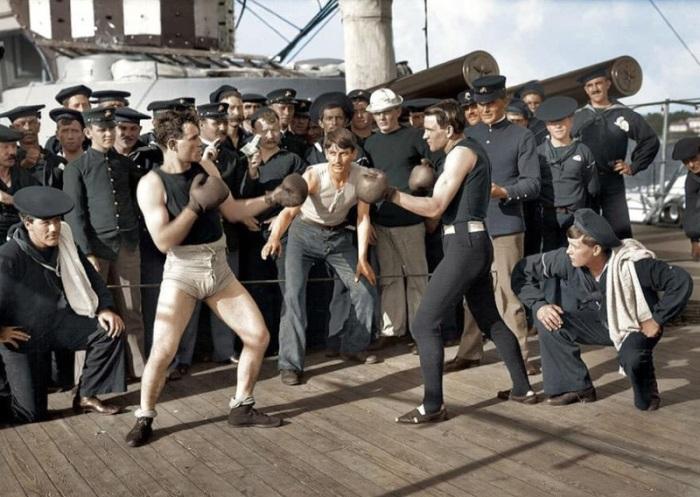 Боксёрский поединок на борту американского военного корабля.
