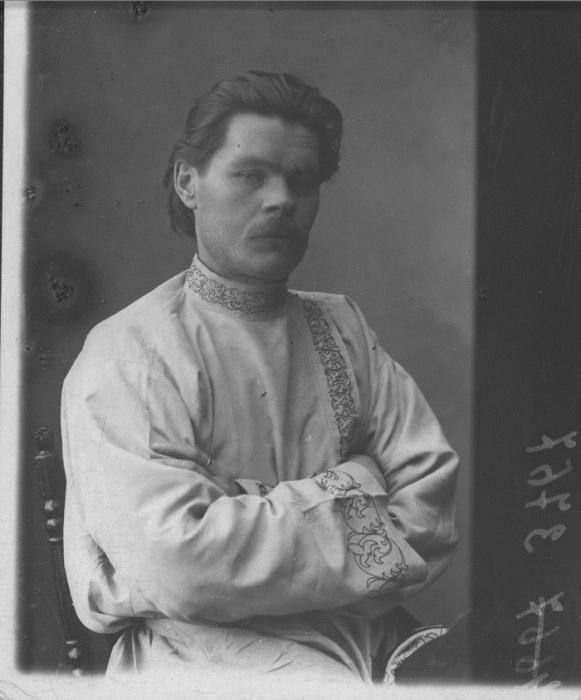Портрет Максима Горького в белой косоворотке. Город Нижний Новгород, 1898-1899 год. Фото: M. P. Dmitriev