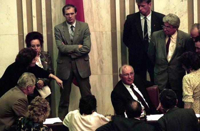 Пресс-конференция президента Михаила Горбачева сразу после его возвращения из Фароса.