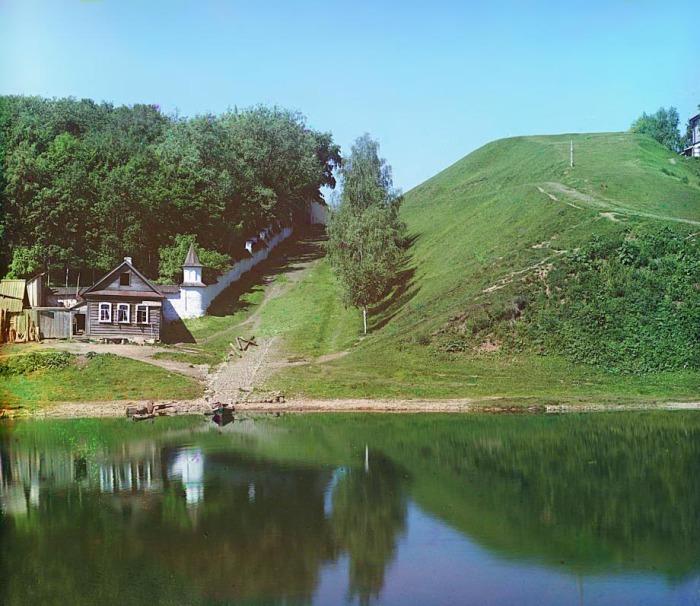 Крепостной вал около Борисоглебского монастыря.