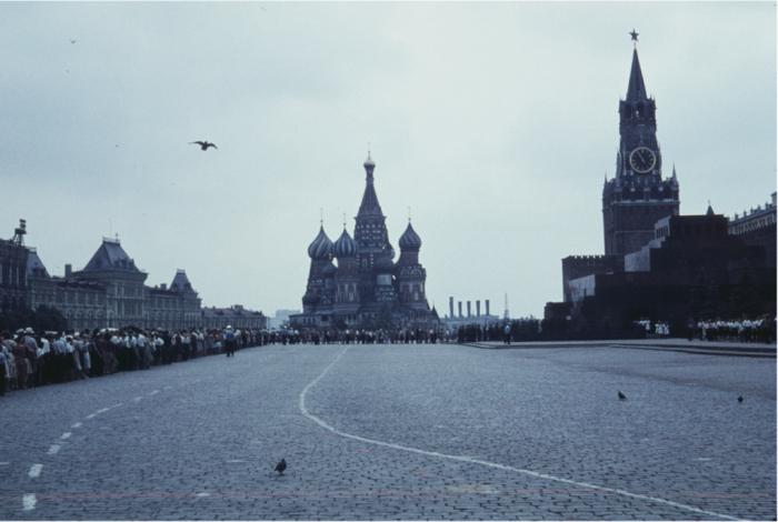 Огромная очередь в Мавзолей на Красной площади. Москва, 1961 год.