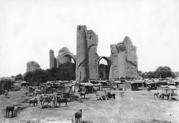 Рисовый базар и разрушенная мечеть в Самарканде.