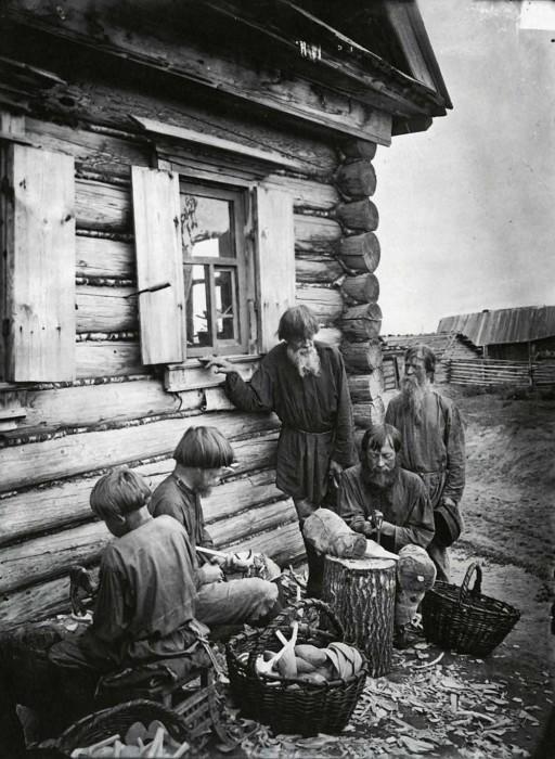 Ложкарное производство в деревне Деяново. Россия, Поволжье, 1897 год.