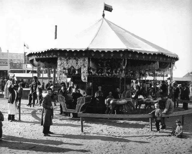 Карусели на Самокатской площади. Россия, 1900-е годы.