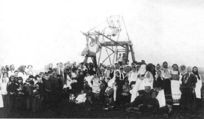 Гулянье на пасхальной неделе. Север России, начало XX века.