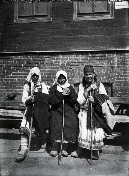 Богомолки в Серафимо-Понетаевском женском монастыре. Фото: Дмитриева, 1904 год.