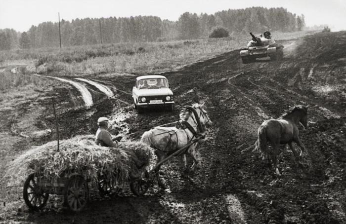 Перекресток в Подмосковье. Россия, 1991 год.