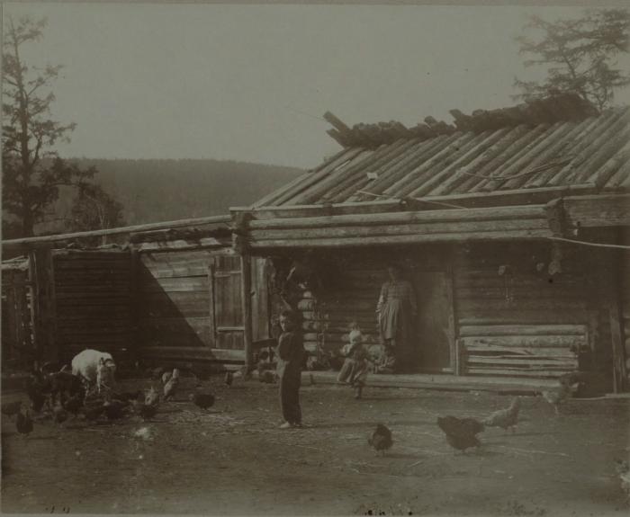 Двор в одном из сел Урянхайского края. 1897 год.