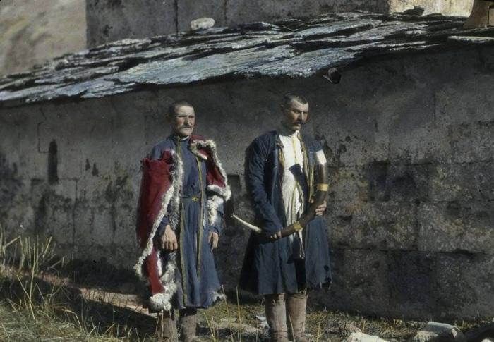 Охранники возле церкви Богородицы. Сванетия, 1929 год.