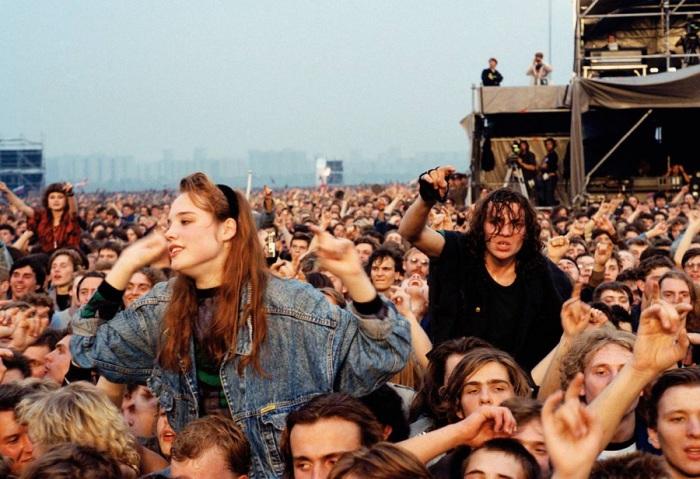 Поклонники западного рока собрались на Московском стадионе. 28 сентября 1991 года.