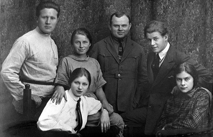 Редкие фотографии великого русского поэта Сергея Есенина.