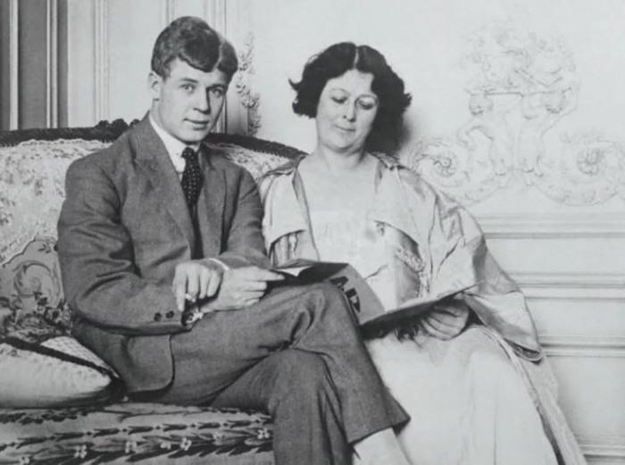 Сергей Александрович Есенин и Айседора Дункан во время заграничного путешествия по Европе. Берлин, 1922 год.