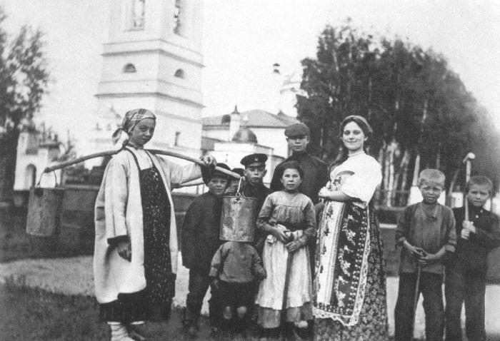 Сергей Есенин с односельчанами. Рязанская область, село Константиново, 1909 год.
