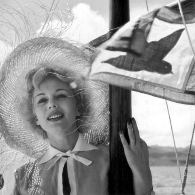 Венгерская киноактриса Ева Габор в 1955 году.