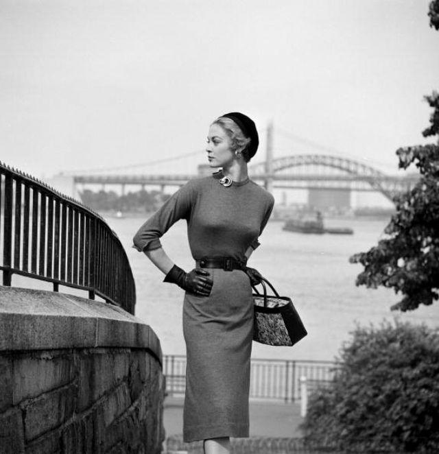 Модель, которую отобрал для своего показа известный дизайнер. США, Нью-Йорк, 1953 год.