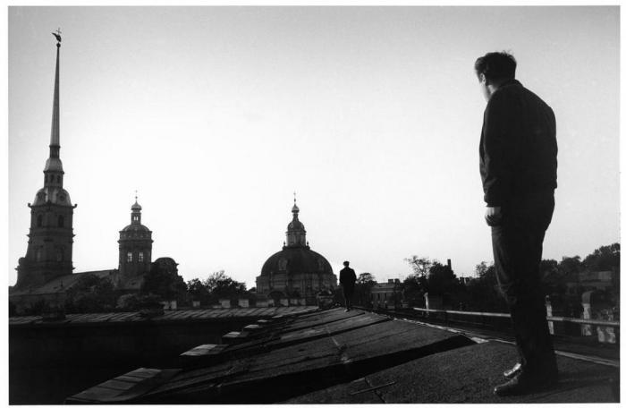 Русский поэт Иосиф Бродский на крыше Петропавловской крепости, 1967 год.
