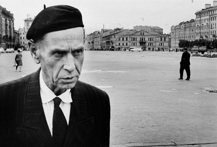 Андрей Фёдорович Достоевский на площади Мира, 1967 год.