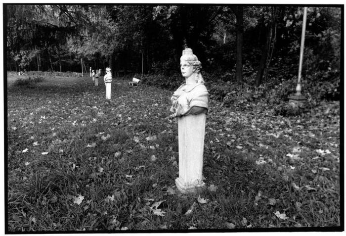 Музы в саду усадьбы Останкино, 1985 год.