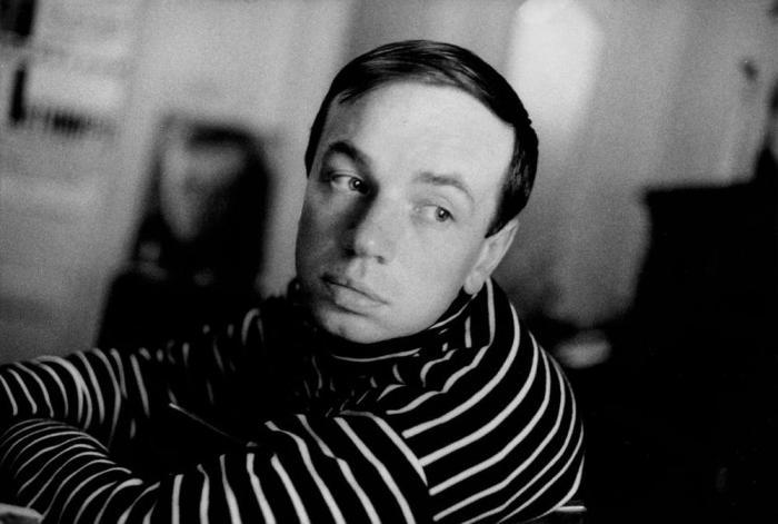 Советский поэт, публицист, художник и архитектор.