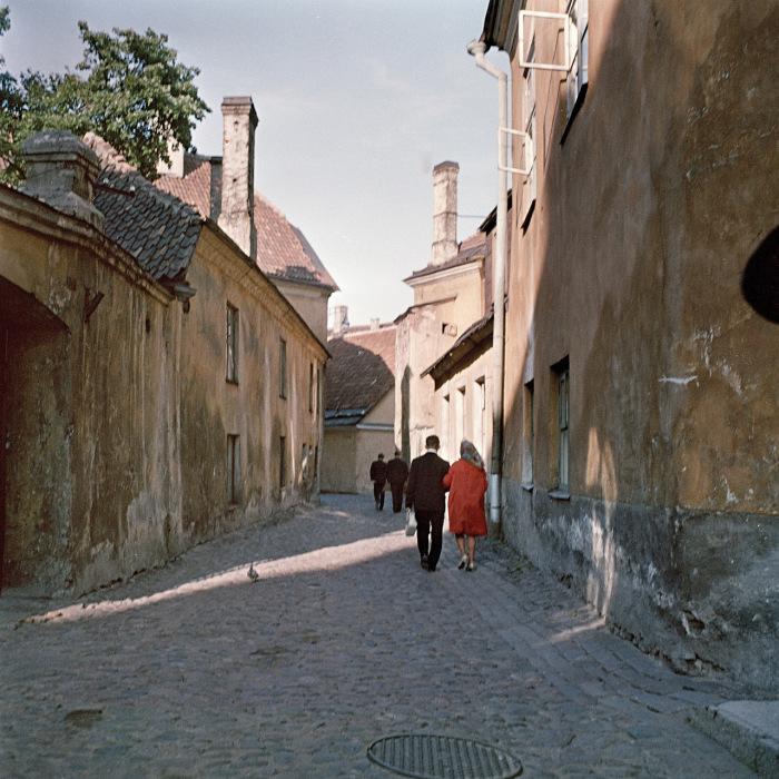 Небольшая улочка в старой части Таллина. СССР, Эстония, 1964 год.