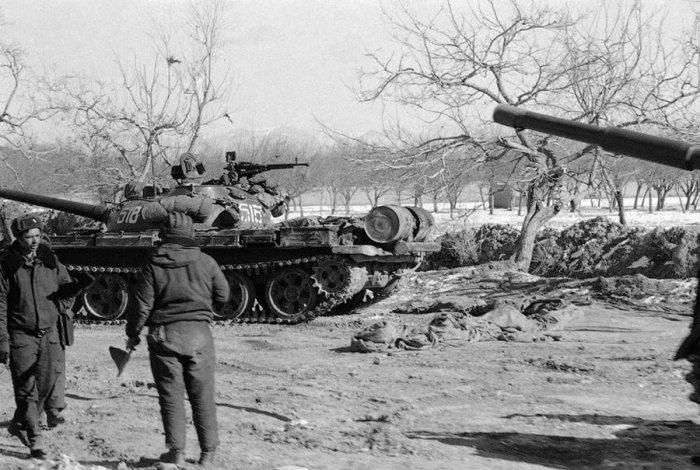 Советские танки около Кабула.
