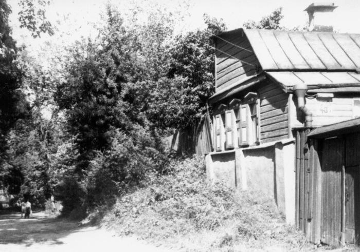 Полуразрушенный дом в начале Олеговской улицы. Киев, 1987 год.