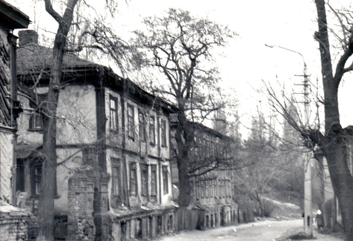 Старые дома в начале Олеговской улицы по левой стороне. Киев, 1987 год.