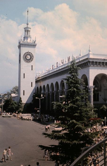 Центральный вокзал города Сочи. СССР, Сочи, 1974 год.