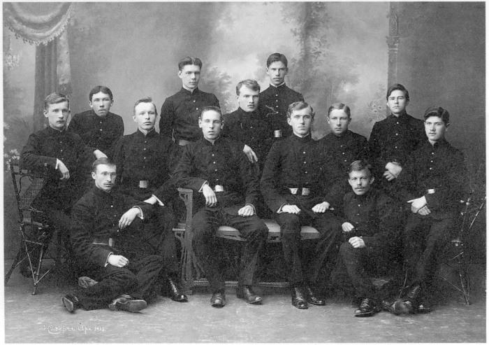 Групповой снимок учащихся Архангельской Духовной семинарии. Россия, Архангельск, 1915 год.