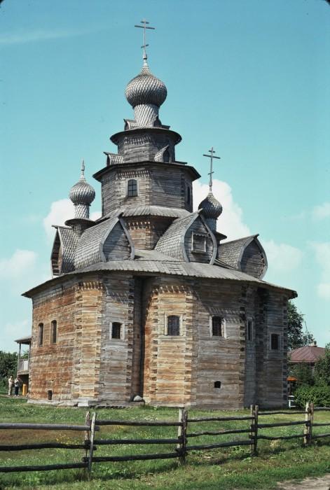 Преображенская церковь из села Козлятьево, перевезённая в Суздаль. СССР, Суздаль, 1975 год.