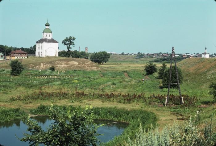 Отдаленный вид за городом. СССР, Суздаль, 1975 год.