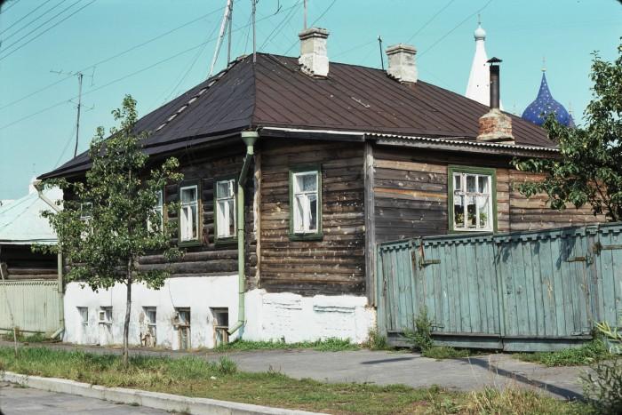 Жилой дом, расположенный за городом. СССР, Суздаль, 1975 год.
