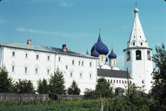 Рождественский собор, колокольня и архиерейские палаты. СССР, Суздаль, 1975 год.