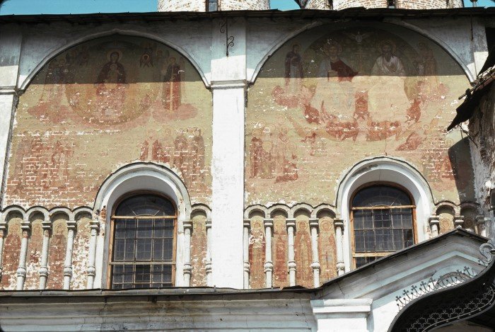 Сохранившиеся росписи православного храма. СССР, Суздаль, 1975 год.