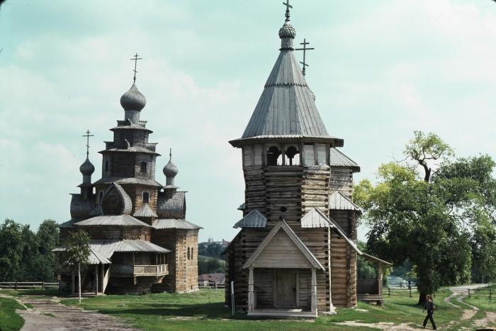 Деревянная церковь. СССР, Суздаль, 1975 год.