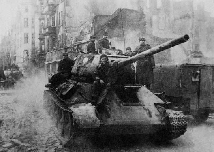 Советский средний танк периода Великой Отечественной войны.