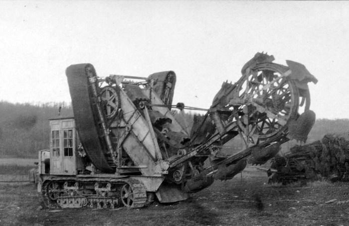 Немецкий экскаватор для рытья траншей, 8 января 1918 года.