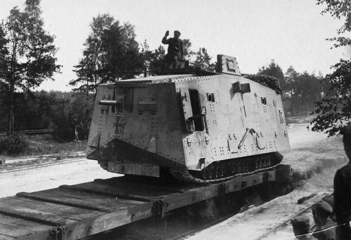 Немецкий тяжёлый танк A7V.