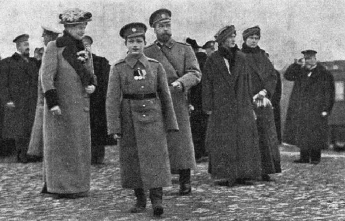Императорская семья в Ставке в октябре 1915 года.