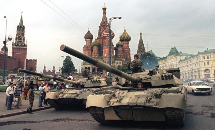 Танки на Красной площади в Москве 19 августа 1991 года.