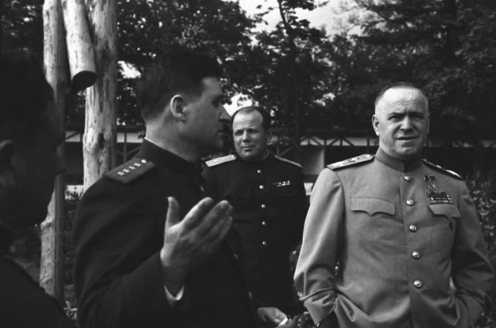 Советская делегация перед подписанием Акта о безоговорочной капитуляции Германии. Берлин, 1945 год.