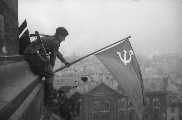 Знамя Победы над Рейхстагом. Берлин, 1945 год.