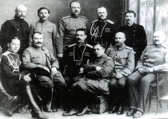 Атаман Семёнов и командир Сибирского казачьего корпуса генерал-лейтенант Иванов-Ринов.