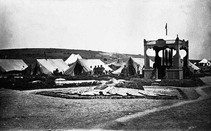 Главная знаменная площадка в лагере. Галлиполи, 1921 год.