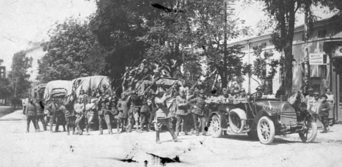 Отступающие польские войска в Тернополе. 14 мая 1920 года.
