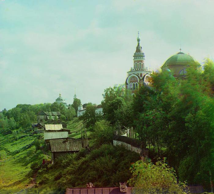Крупный мужской монастырь в городе Торжке.