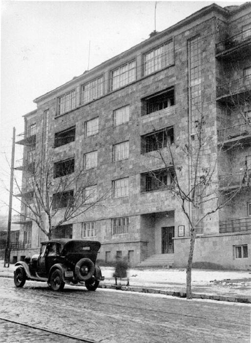 Здание в Ереване, выделенное университетской профессуре и другим представителям интеллигенции в 1930-х годах.